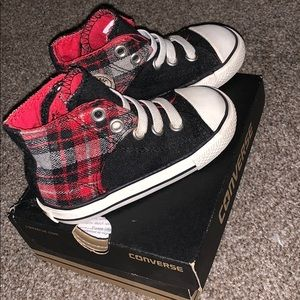 Gently used pair of toddler converse black/plaid